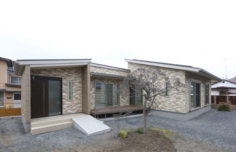 縦横に広がる空間の心地よい、ワンフロアで暮らせる便利な平屋住宅